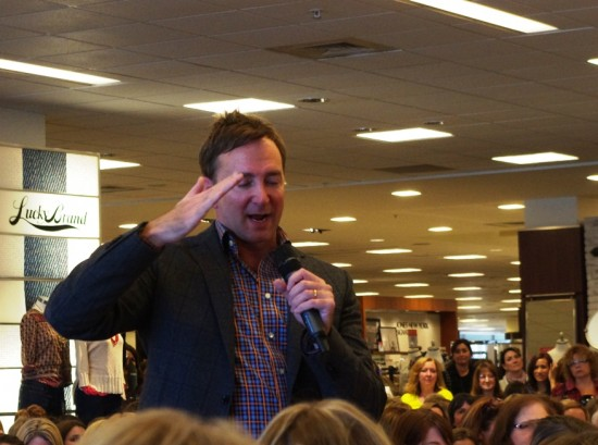 clinton kelly salute